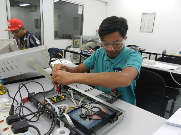 a level electronics coursework Engineering science encompasses a vast range of subjects, from microelectronics to offshore oil platforms, and involves the application of creative reasoning, science, mathematics (and of course experience and common sense) to real problems.