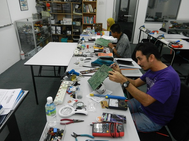 practical electronics course