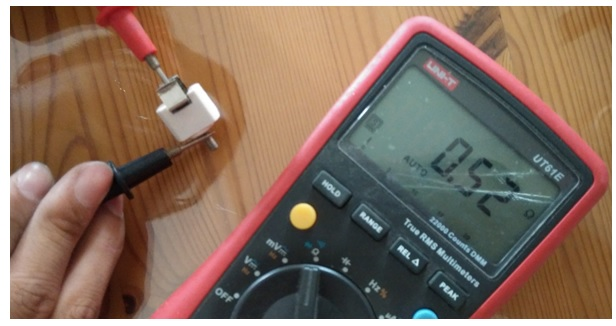 fixing-car-voltage-jack