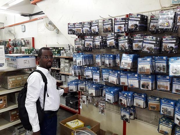 electronic-shop-pasar-road
