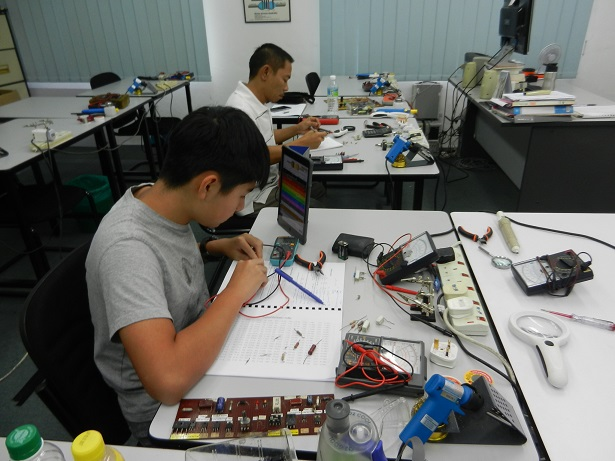 electronics-repair-course