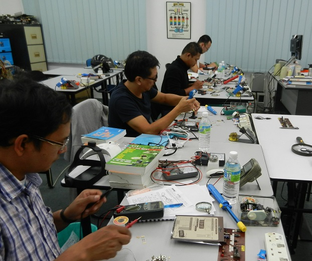 electronic servicing course