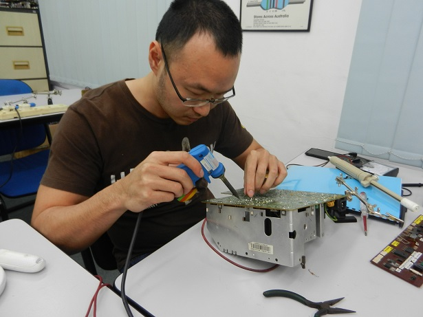 servicing electronics course