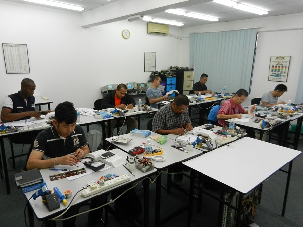 electronic repair courses