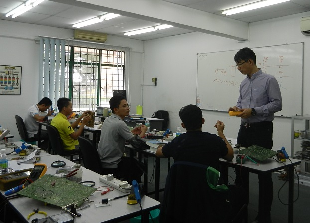 guiding students in electronics repair