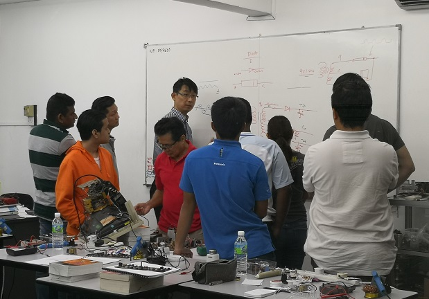 students discussion in electronics