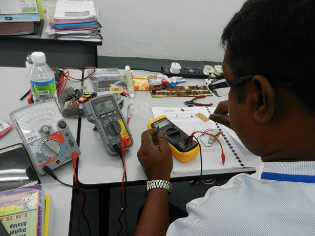 sanwa multimeter used by student