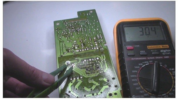 how to check capacitor voltage
