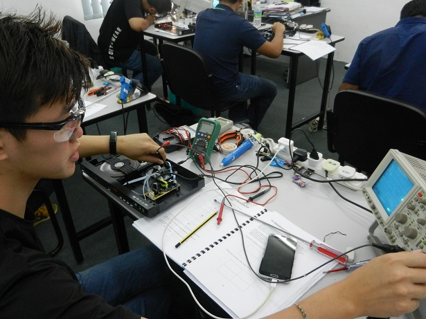 using oscilloscope