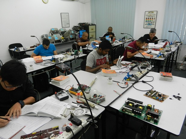 how to repair electronics course