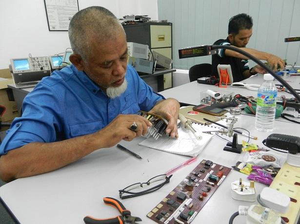electronics servicing course