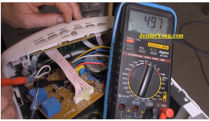 checking voltage using digital multimeter