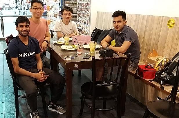 jalan pasar with students