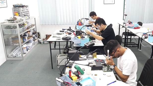 technical repair course mauritius student