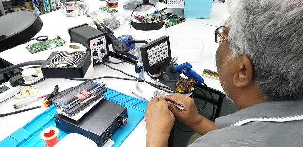 electronics training for student from trinidad and tobago