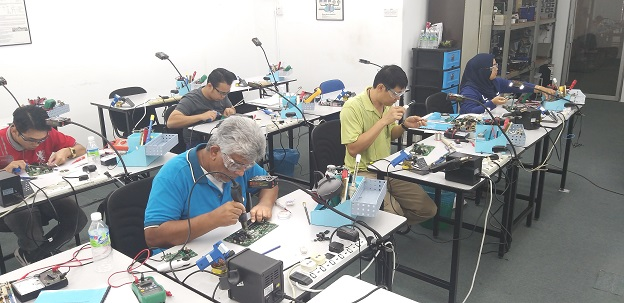 electronics training students