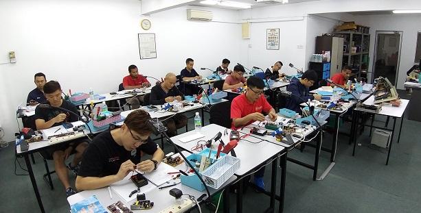 Singapore students study fix electronics