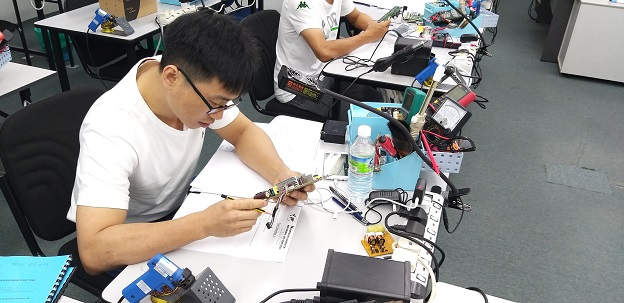 electronics repair china student