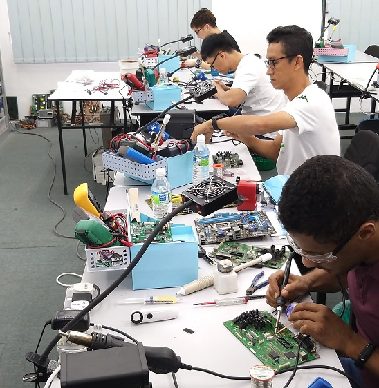 libya student attend electronics repair course