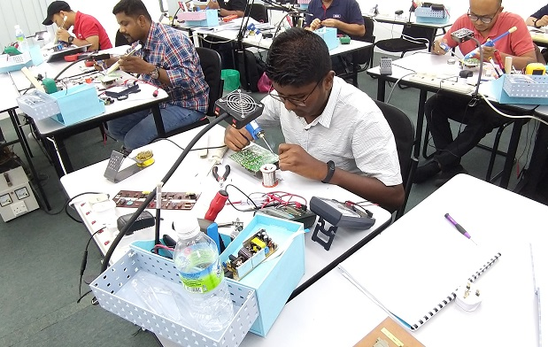 maldives students attend electronics repair course in malaysia