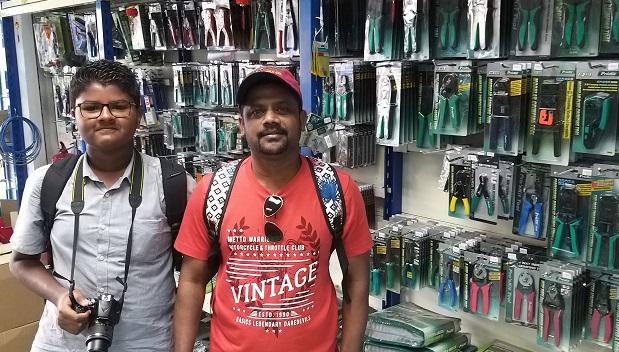 maldives students in jalan pasar malaysia