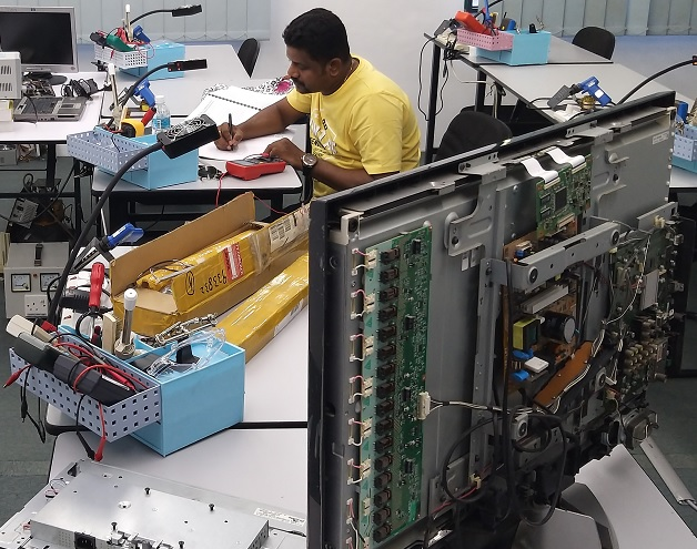 India student learn electronics repair course in malaysia lcd tv