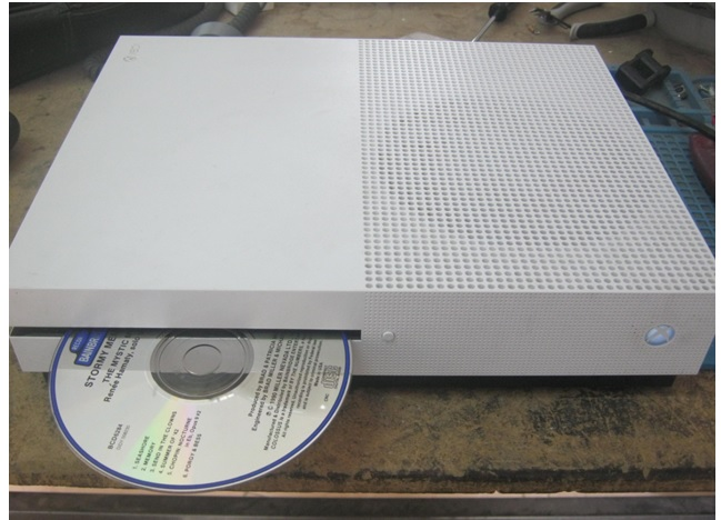 pulling cd in xbox repair