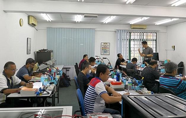 jestine yong teaching electronics repair