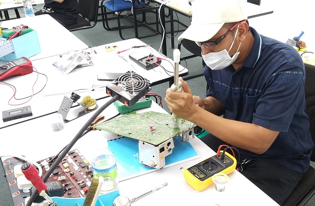 student from shah alam attending repair course