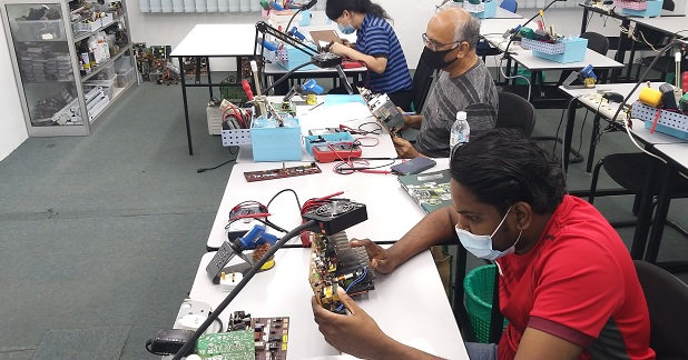klang student attend electronics repair course