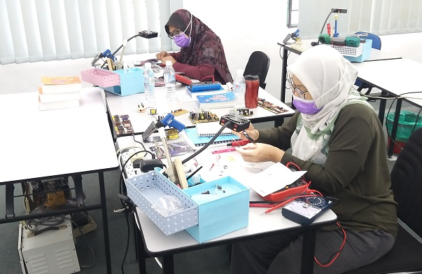 sepang student attend electronic course